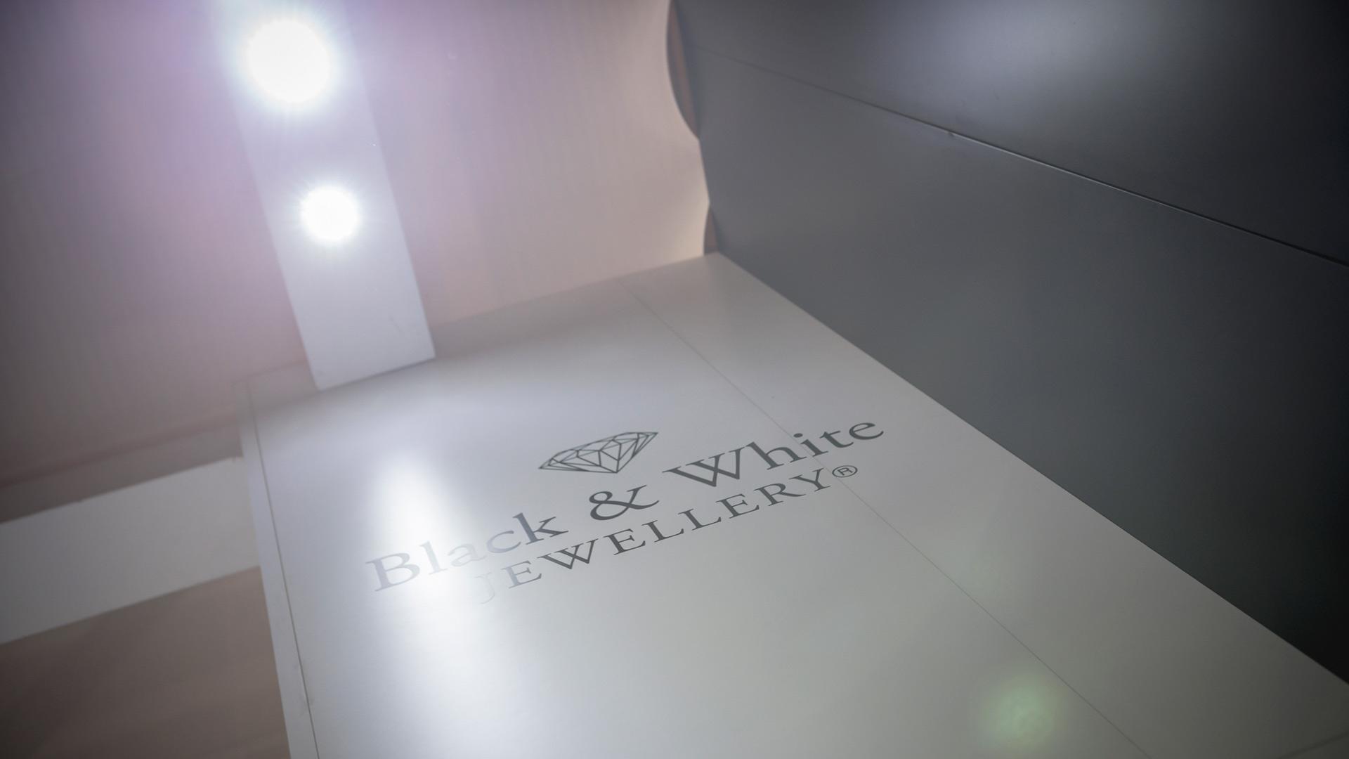 Allestimenti fieristici fiera VicenzaOro stand Black & White | Foster Allestimenti 08