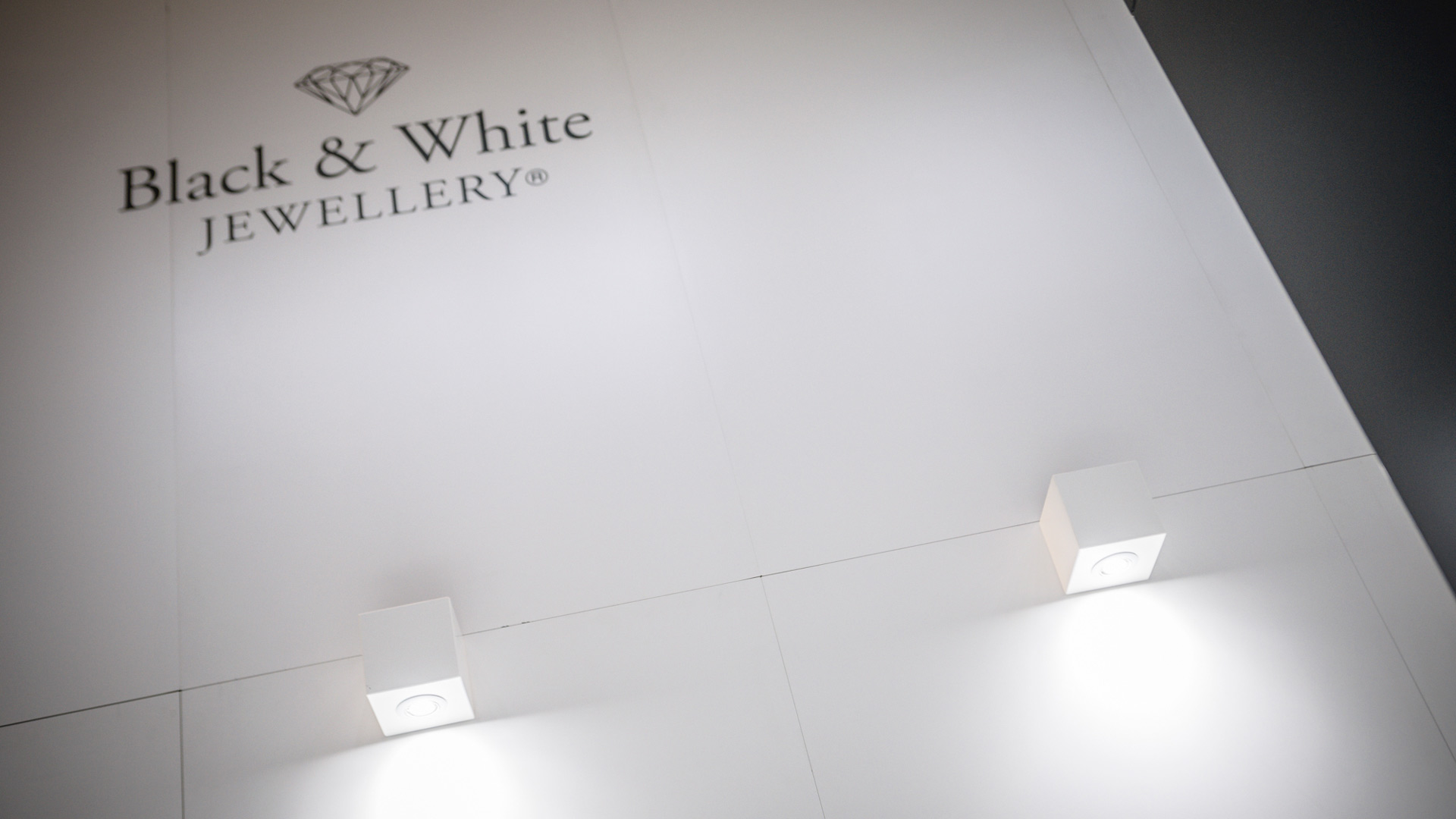 Progettazione stand fiere VicenzaOro - Black & White | Foster Allestimenti 06