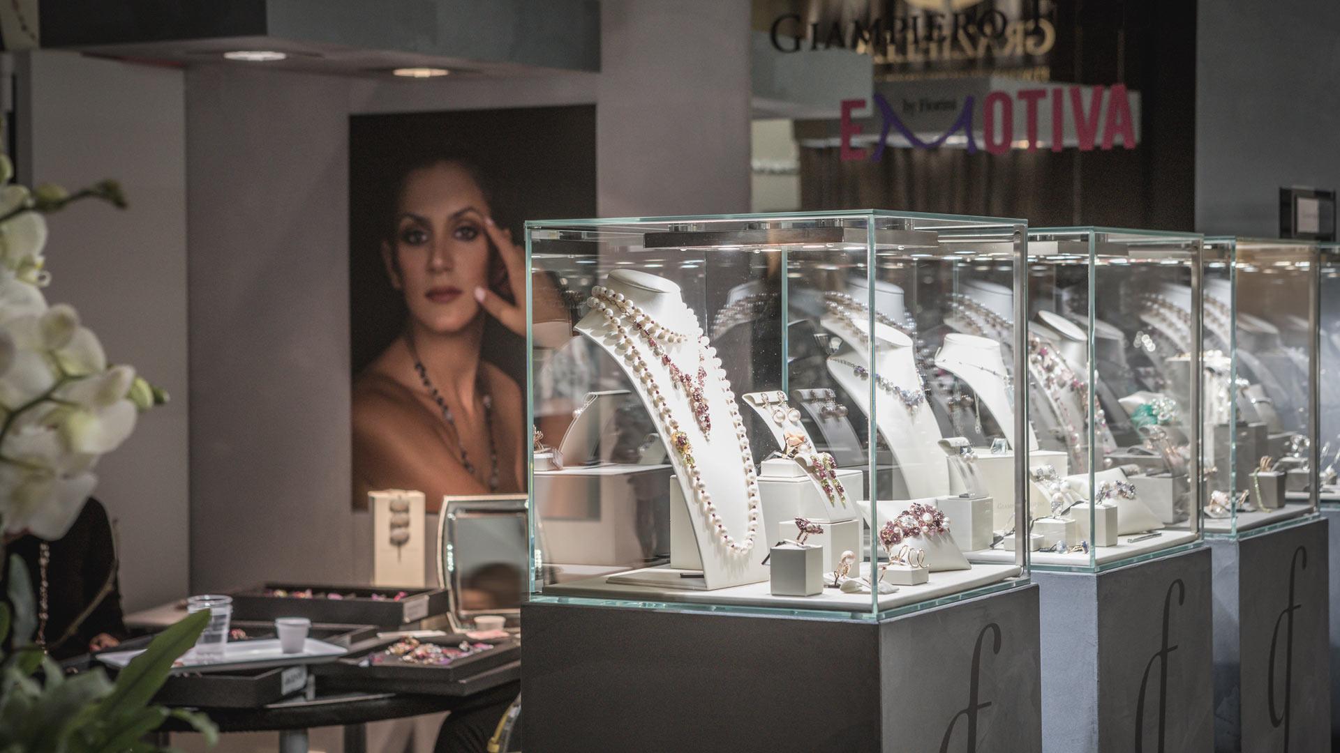 Giampiero Fiorini Exhibition stand - VICENZAORO fair trade | Foster Allestimenti 02